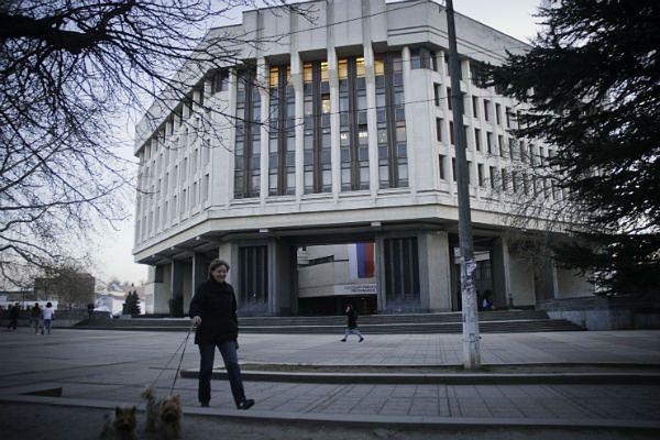 Budynek krymskiego parlamentu. Od jakiegoś czasu na jego szczycie powiewa flaga rosyjska