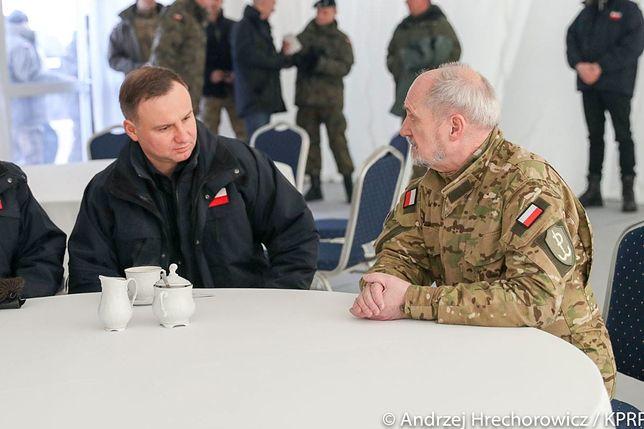 Andrzej Duda i Antoni Macierewicz na poligonie w Żaganiu