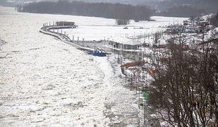 Płock. Wysoki stan wody w Wiśle. Co z lodołamaczami?