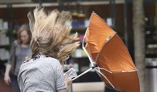 Alarm IMGW. Ostrzeżenie przed burzami z gradem i silnym wiatrem