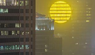 """W Warszawie rozbłysło sztuczne słońce. To odpowiedź na """"Blue Monday"""""""