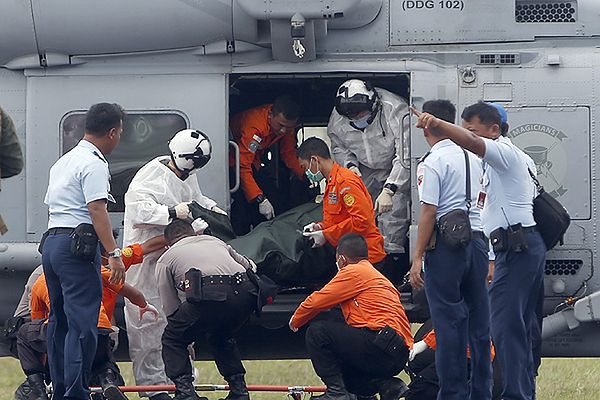 Ratownicy wyłowili 30 ciał ofiar katastrofy samolotu AirAsia