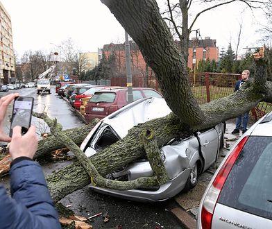 Ranni i zerwane dachy. Cyklon nad Polską