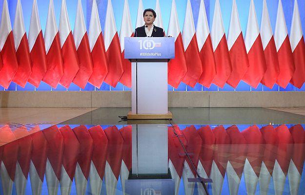 """Konferencja premier o 5.30. PO: """"To niepoważne"""". Rząd ripostuje: """"Opozycja nie nadąża"""""""