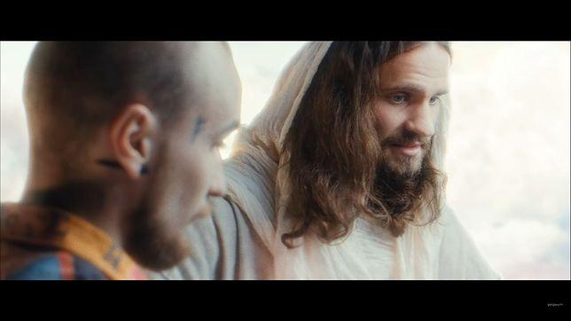 Bober w najnowszym teledysku rozmawia z... Jezusem