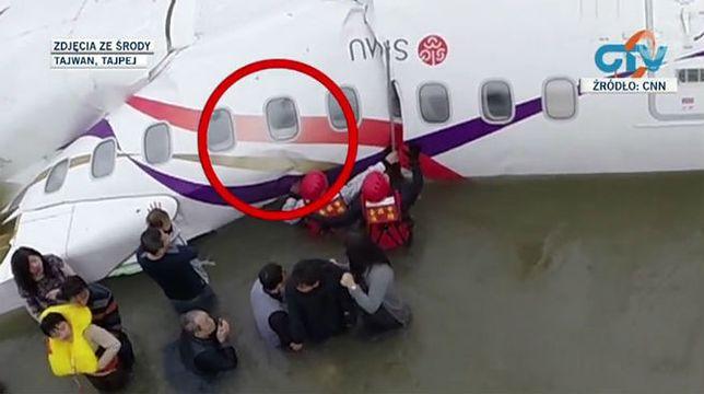Wstrząsające nagranie z akcji ratunkowej samolotu TransAsia. Pasażer prosi o pomoc