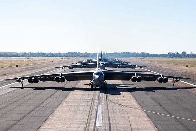 "B-52H Stratofortress i ""Elephant Walk"""
