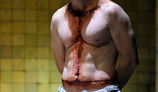 Przerażająca metamorfoza - Eryk Lubos jako twór Frankensteina w sztuce Lindy