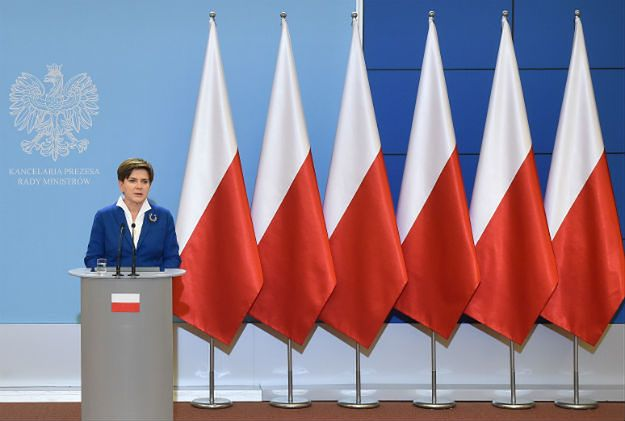 Na konferencjach rządu nie będzie flag Unii Europejskiej. Beata Szydło wyjaśnia zmianę
