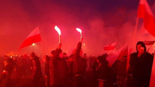 """Spalili flagę Ukrainy podczas Marszu Niepodległości. """"Odpowiedzialni są organizatorzy"""""""