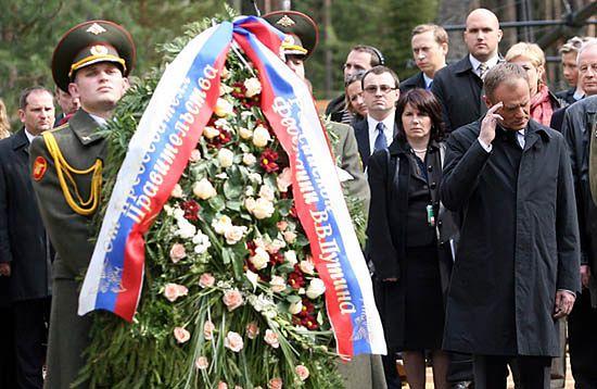 Tusk do Putina: oczodoły ich czaszek patrzą i czekają
