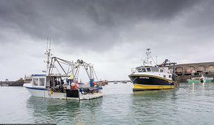 Spór w Kanale La Manche. Londyn i Paryż wysyłają okręty