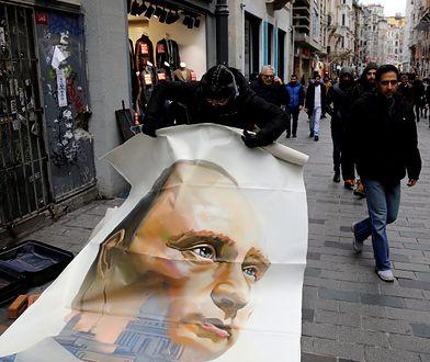 Stambuł. Uliczna wystawa rosyjskiego artysty o Władimirze Putinie została usunięta przez tureckie władze