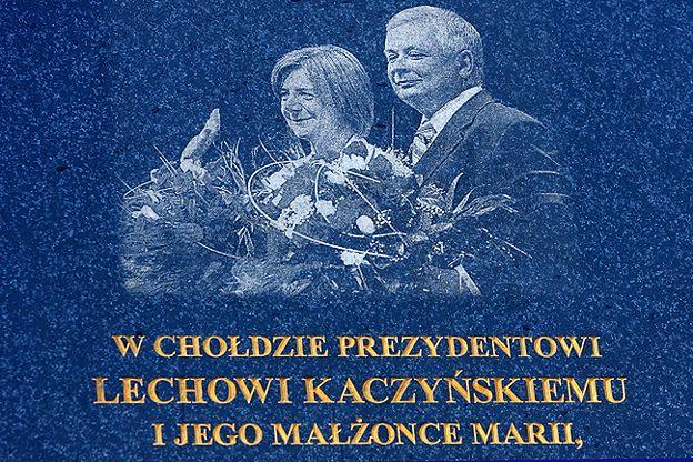 Błąd ortograficzny na tablicy upamiętniającej katastrofę smoleńską w Ostrowie Wielkopolskim