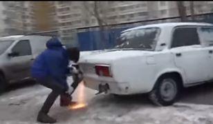 Nie mógł zaparkować, więc odciął kawałek auta. Tak się rozwiązuje problemy w Rosji