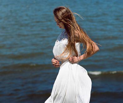 Biała sukienka maxi – idealna na lato