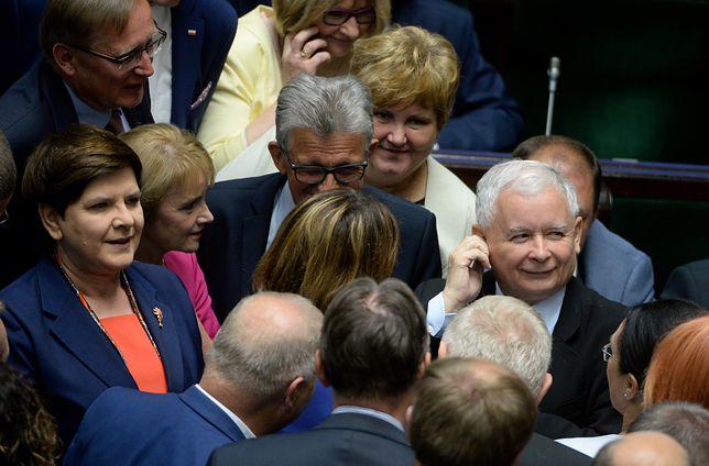 PiS wciąż zdecydowanie przed innymi partiami