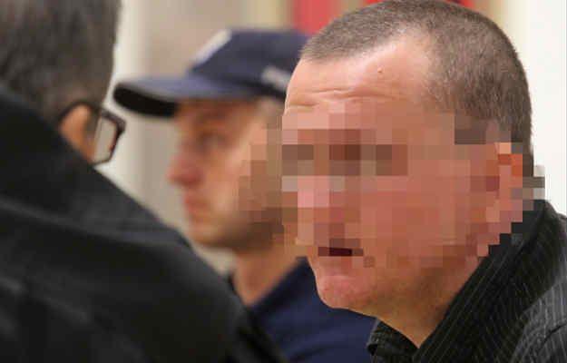 Oskarżony Dariusz P. na sali sądowej