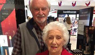 Jean i Brian codziennie chodzą do sklepu z kosmetykami.