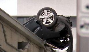 Nastolatek w samochodzie spadł z siódmego piętra i przeżył