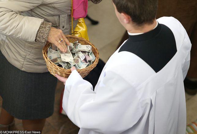 """Tego nie wiedzieliście o chodzeniu po kolędzie. Pieniądze z kopert to często """"premia dla księdza"""""""