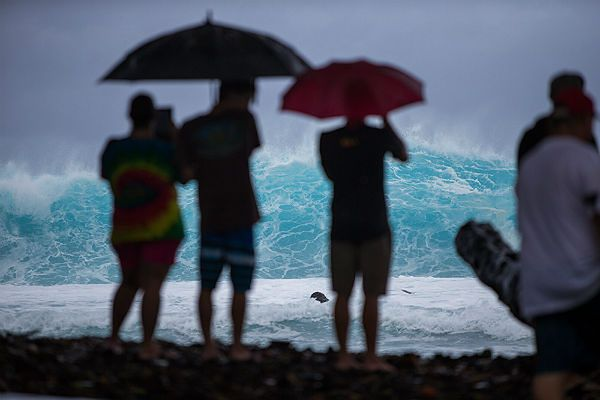 Huragan Iselle dotarł nad Hawaje. Za nim nadciąga Julio