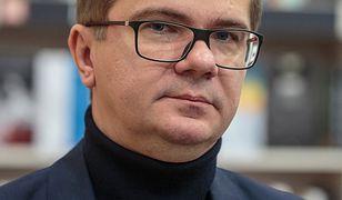"""Latkowski w """"Nic się nie stało"""" pokazał zdjęcia gwiazd. Tylko dlatego, że kiedyś były w Zatoce Sztuki"""