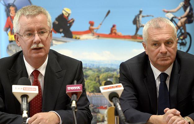 Konsul RP we Lwowie na Ukrainie Jarosław Drozd po lewej i prezydent Przemyśla Robert Choma - zdjęcie archiwalne