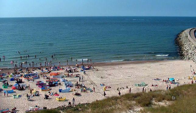 Na plaży w Darłówku nadal spokojnie wypoczywają plażowicze