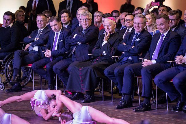 Gimnastyczki były za blisko publiczności