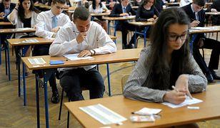 Wyniki egzaminów ósmoklasisty i gimnazjalnych poznamy 14 czerwca. Będzie można je sprawdzić w internecie.