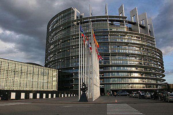 W PE rozwiązana eurosceptyczna frakcja Nigela Farage'a
