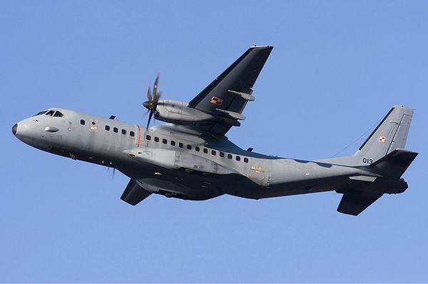 Wojskowy samolot CASA lądował awaryjnie na lotnisku w Balicach