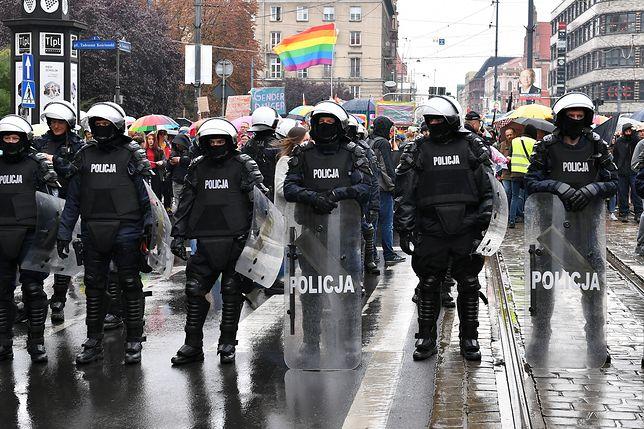 """Wrocław. Marsz Równości pod ochroną policji. Mocne słowa Marty Lempart o """"PiS i innych faszystach"""""""