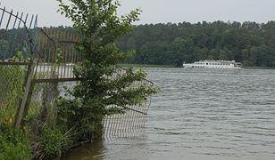 Grodzenie jeziora w praktyce.