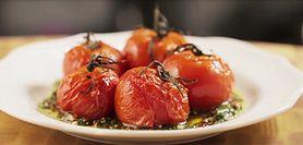 Zdrowa i lekka przekąska - pieczone pomidory z sosem chimchurri