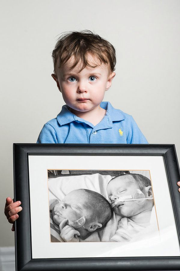 Noah, urodzony w 32. tygodniu ciąży. Jego siostra Victoria, obecna na zdjęciu, żyła zaledwie miesiąc