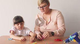 Kreatywne zabawy z dzieckiem: Bransoletka ze słomek