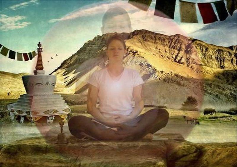 Kobieta w czasie medytacji