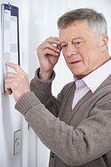 Wczesne objawy demencji. Mogą pojawić się już przed 40-stką