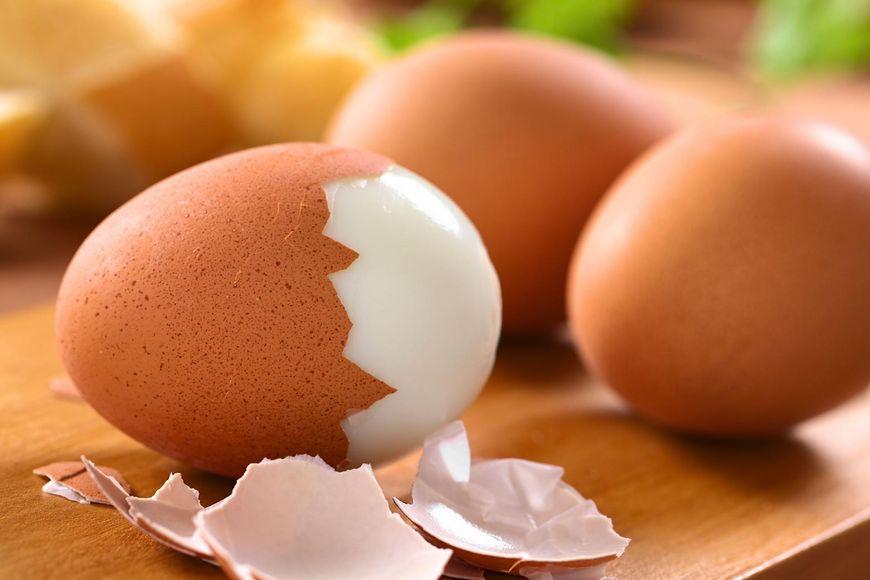 Jajka na twardo, po wiedeńsku i w koszulkach to najzdrowsze sposoby przyrządzania jajek