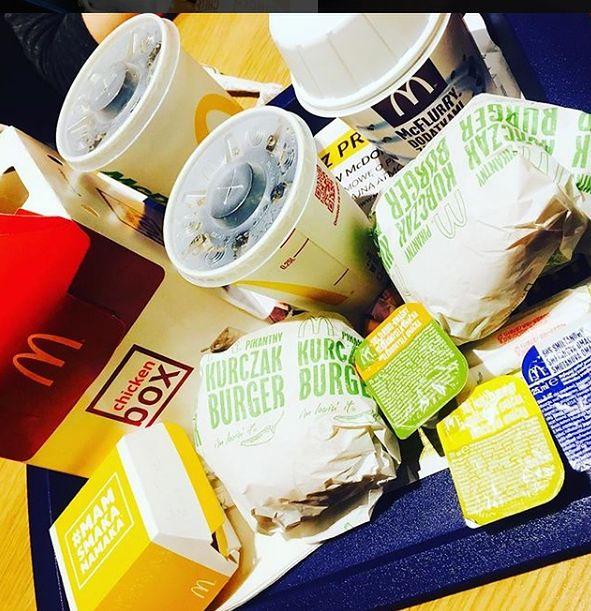 Wiele osób regularnie jada w tej sieci fast food