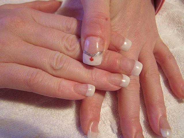 Do nawilżania skórek paznokci