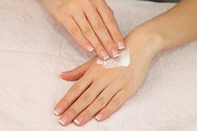 Jak dbać o suchą skórę rąk?