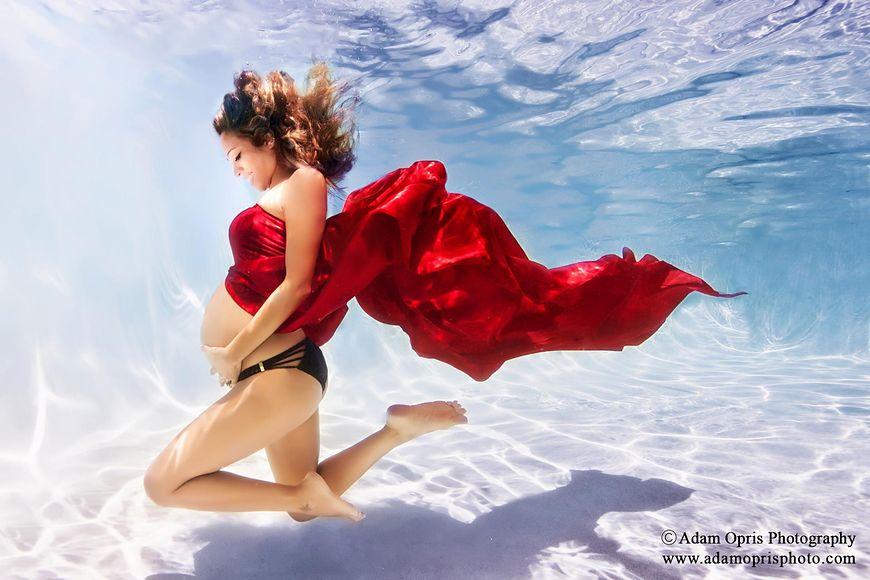 Kobiety w ciąży pod wodą
