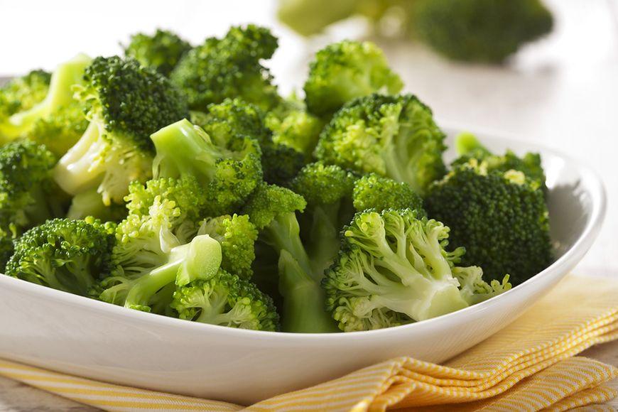 Zielone warzywa oraz suszone owoce