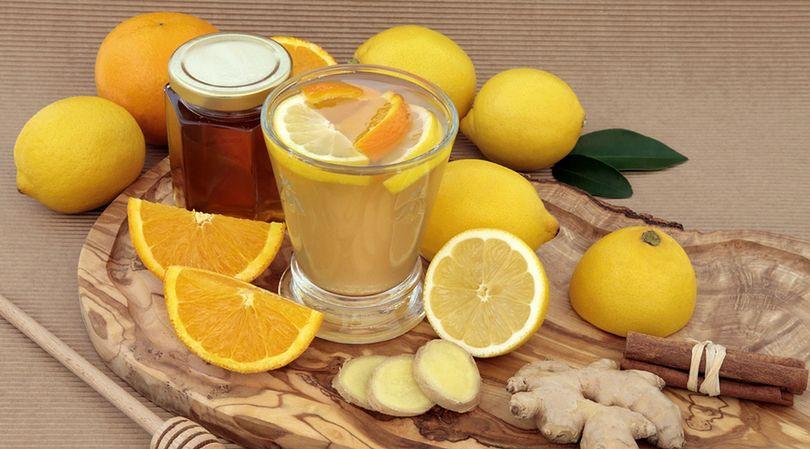 Cytryna, miód oraz imbir to produkty żywnościowe zasobne w witaminę C