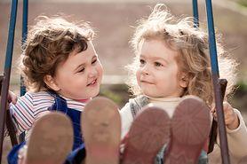 Identyczni, ale nie tacy sami. Co warto wiedzieć o bliźniętach?