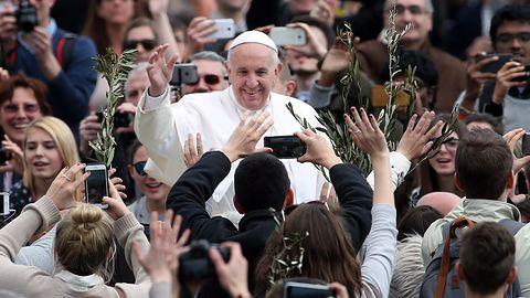 Papież Franciszek uczy się programować. Napisał swoją pierwszą linię kodu