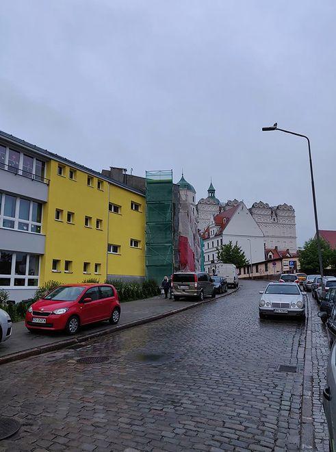 Samowola kolorystyczna na Starym Mieście w Szczecinie. Konserwator przekonuje, że nie wyraził zgody